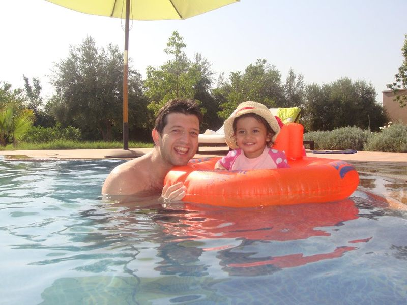 Marcus and Melania in pool Morroco